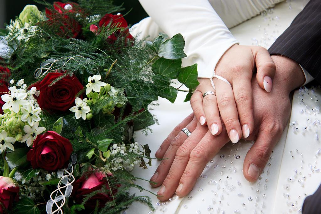 Detailfoto Hände und Ringe