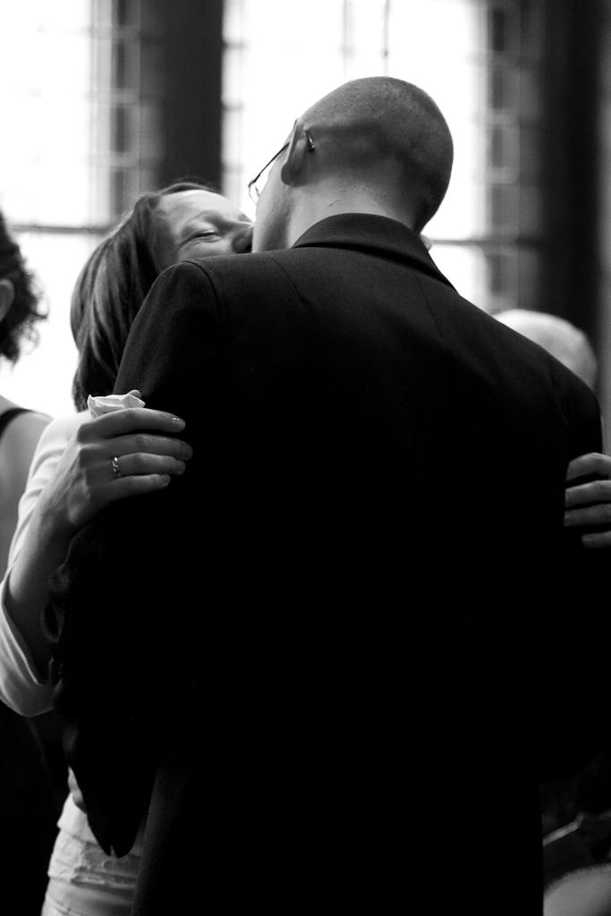 Kuss im Standesamt