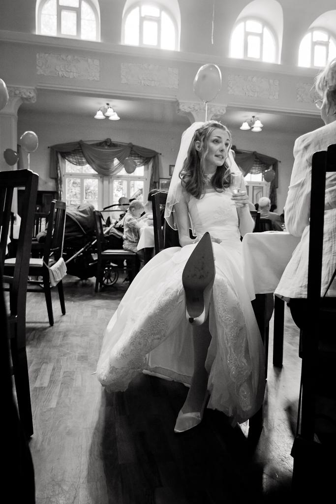Braut auf Hochzeitsfeier