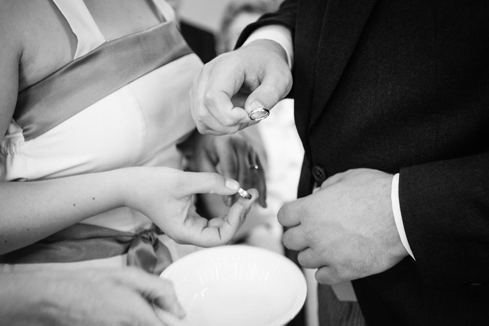 Anstecken der Hochzeitsringe