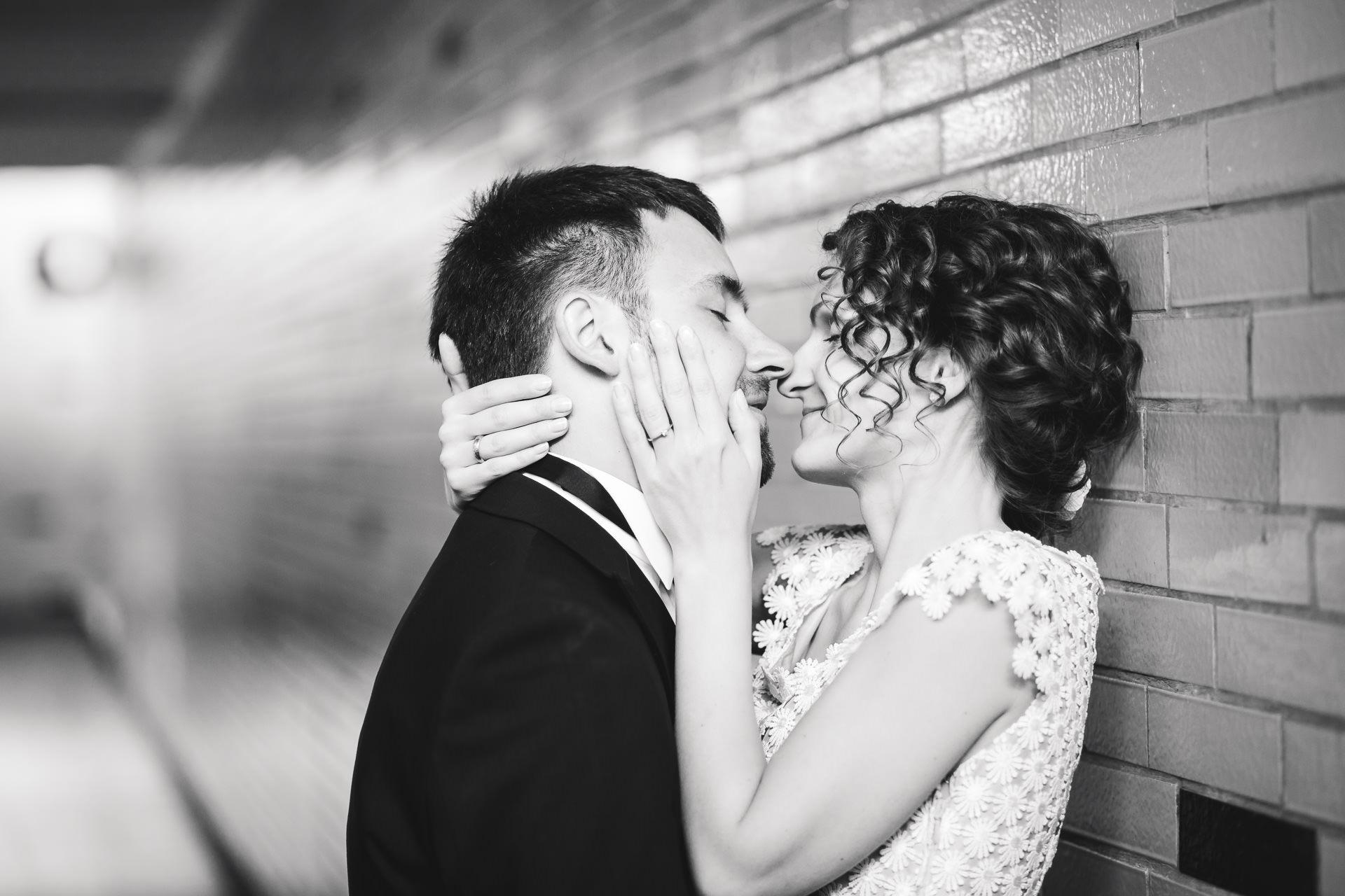 Fotograf fotografiert Brautpaar in Köthen